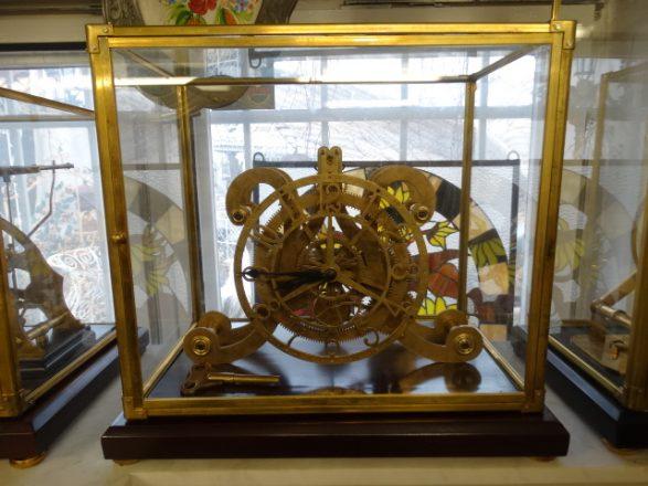 Prodej starožitností -hodiny-skeletove