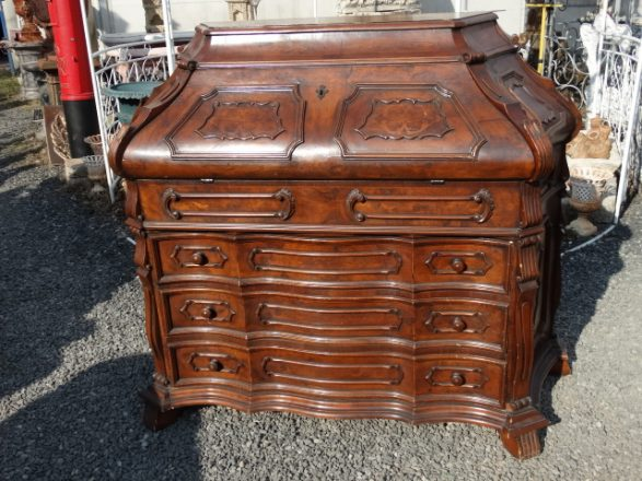 Prodej starožitností - psaci-komoda-v-baroknim-stylu