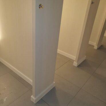 Podlahové lišty v kabínkach H&M 01 - kopie